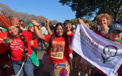 Mesoamericanas presentes en histórica marcha de mujeres indígenas en Brasil